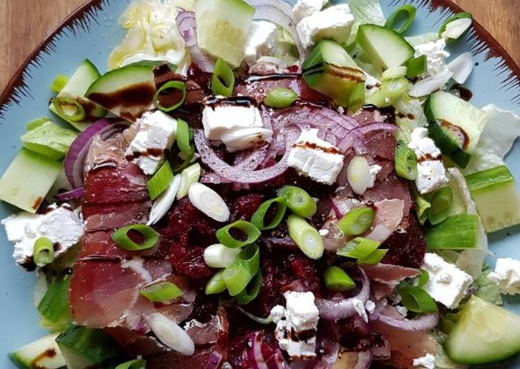Rote Beete Salat mit Schinken und Feta