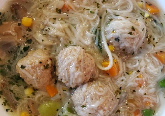Meatballs and Misua (Almondigas) Soup