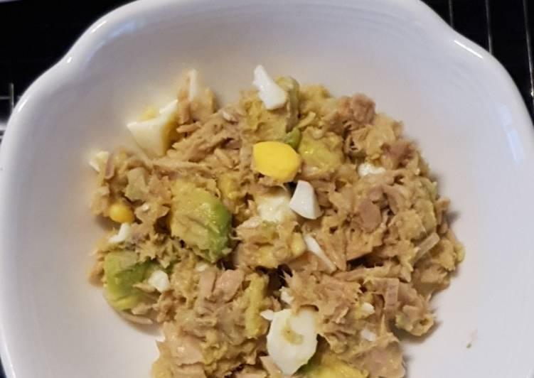 Tuna-avocado salat keto