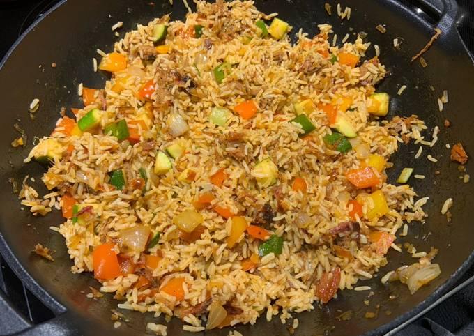 Riz aux légumes et porc effiloché