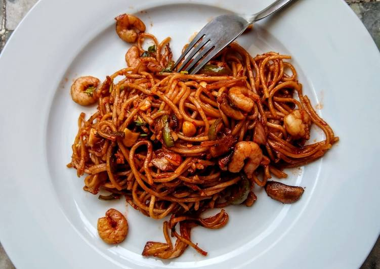 Recipe: Delicious Garlic Shrimp noodles