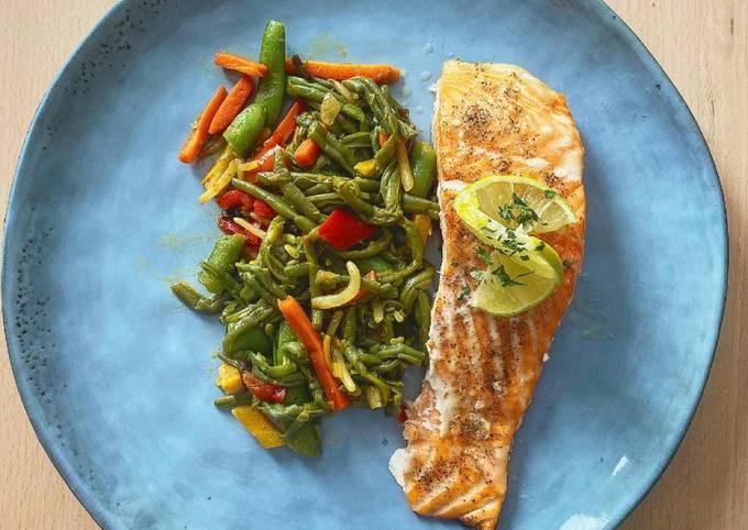 Légume asiatique et filet de saumon