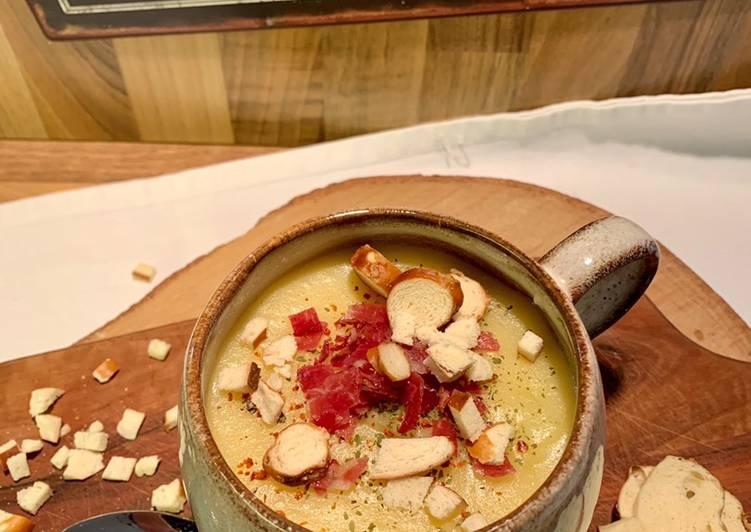Kartoffel-Pastinaken-Suppe mit Wildspeck und Brezelcroutons