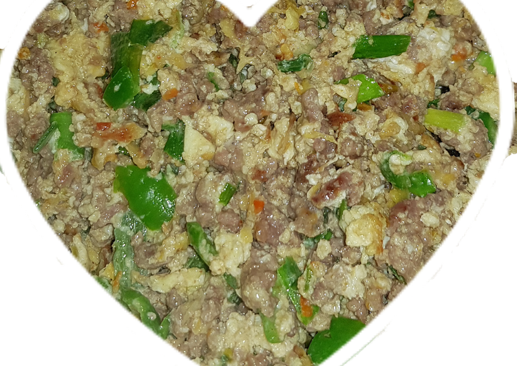 Scramble minced beef and egg