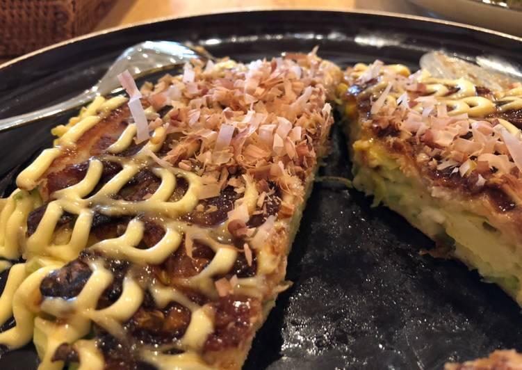 Japanese pork and cabbage okonomiyaki (Butatama 豚玉お好み焼き)