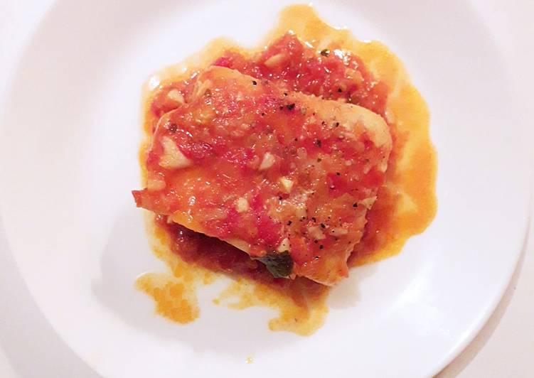 Filet de cabillaud à la sauce tomate