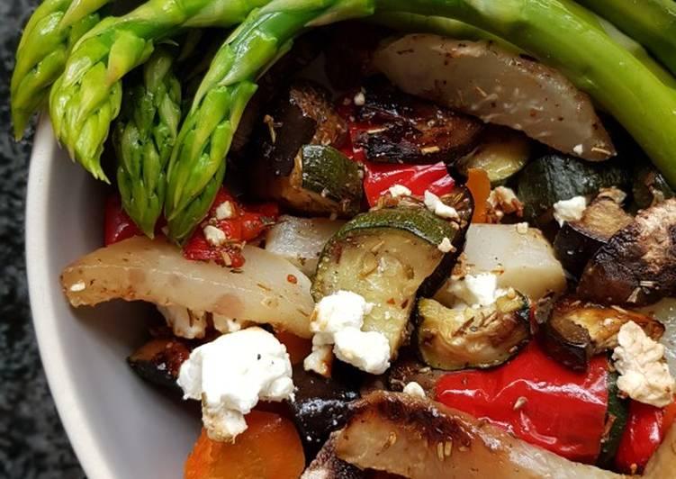 Recipe: Delicious Mediterranes Ofengemüse trifft auf grünen Spargel
