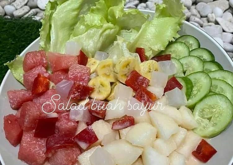 Salad dg saus yoghurt strawberi