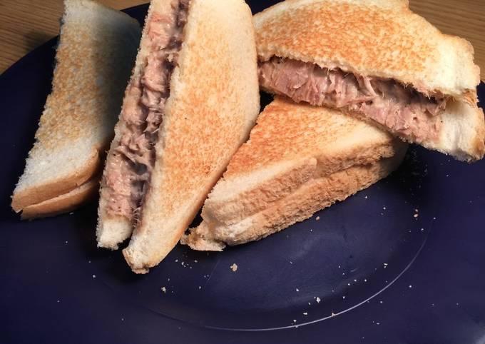 Tuna Fish Sandwich 🌊