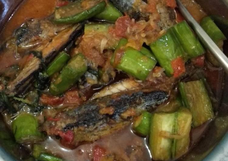 Resep Pindang salem + terong masak tomat bumbu kemangi Anti Gagal