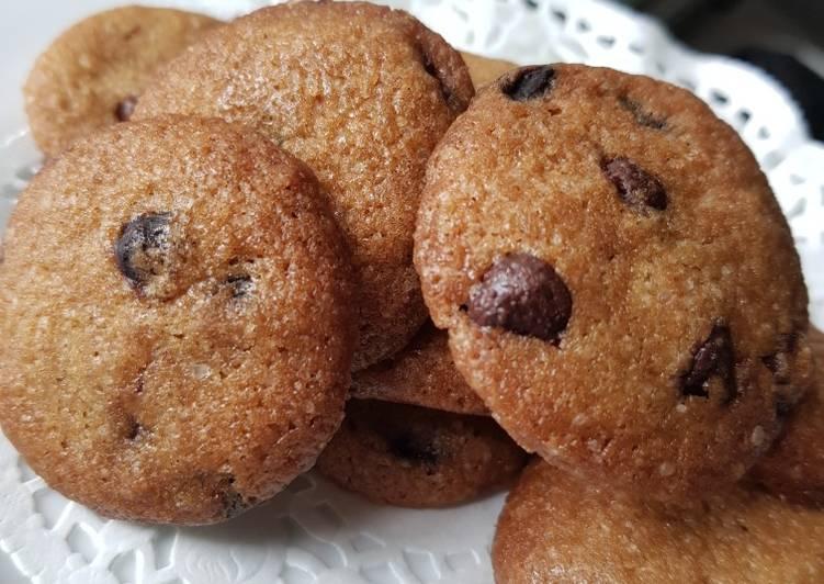 34. Simple Choco Chip Cookies