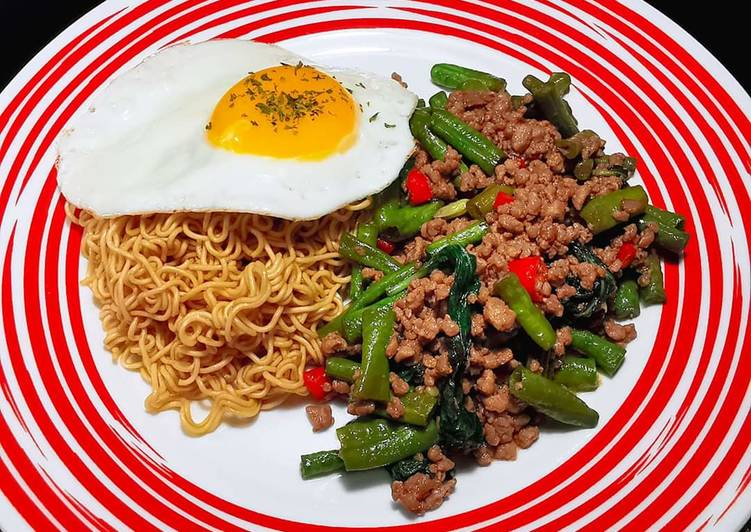 Recipe: Tasty 泰式羅勒炒豬肉碎雞蛋麵 THAI BASIL MINCED PORK WITH EGG NOODLE