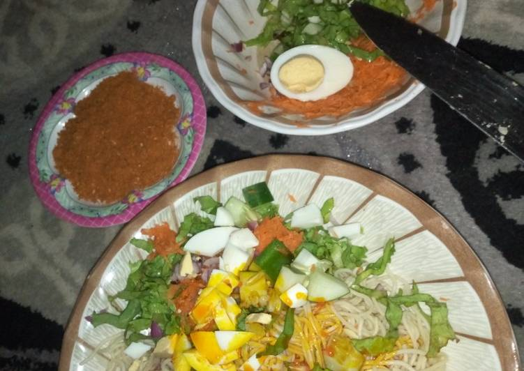 Taliya da mai da yaji da salad