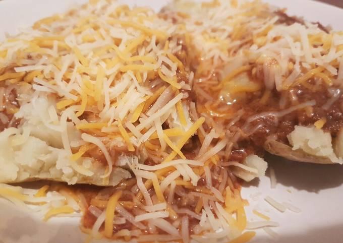 Chili cheese stuffed potatoe