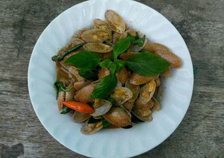 Recipe: Yummy Stir Fried Surf Clam with Roasted Chili Paste and Sweet Basil