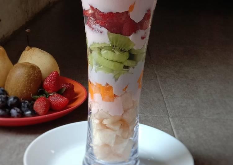 Fruit Salad in Glass with yogurt/Salad Buah Yogurt