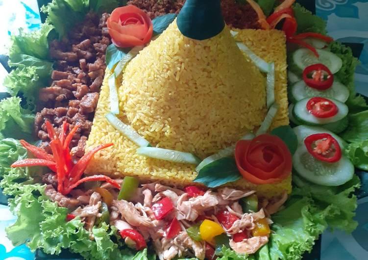Nasi tumpeng rice cooker