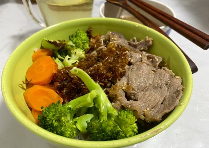 Beef with vegetables bowl (野菜牛丼)