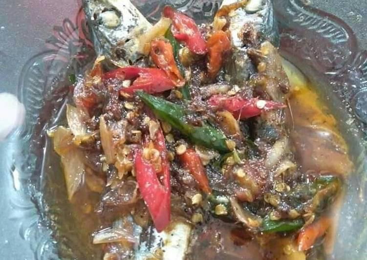 Ikan kembung kecap pedas