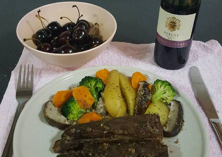 Pork ribs in red wine and honey sauce