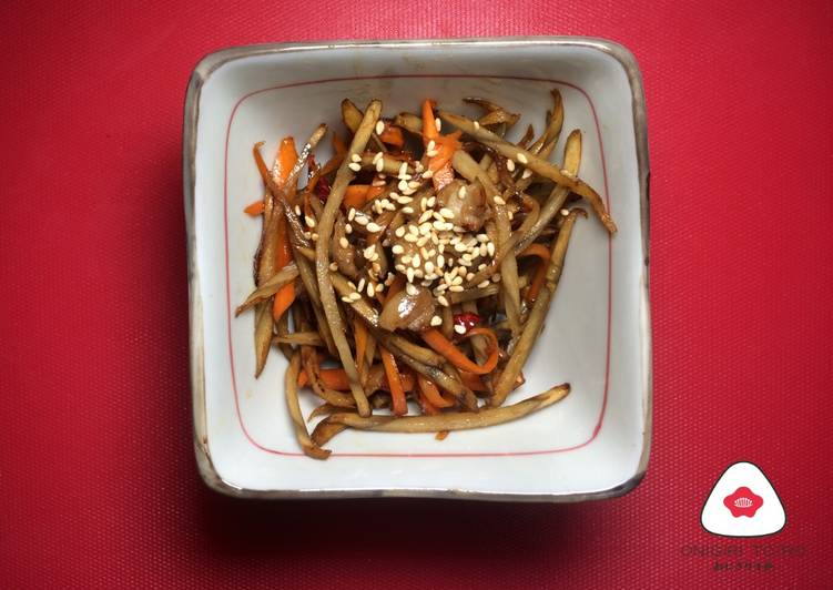 Kimpira Gobo (Japanese stir fry vegetable dish with braised carrot & burdock root) きんぴらごぼう