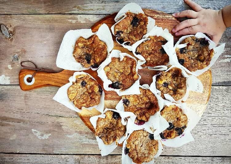 Recipe: Yummy Banana and Blueberry Muffins