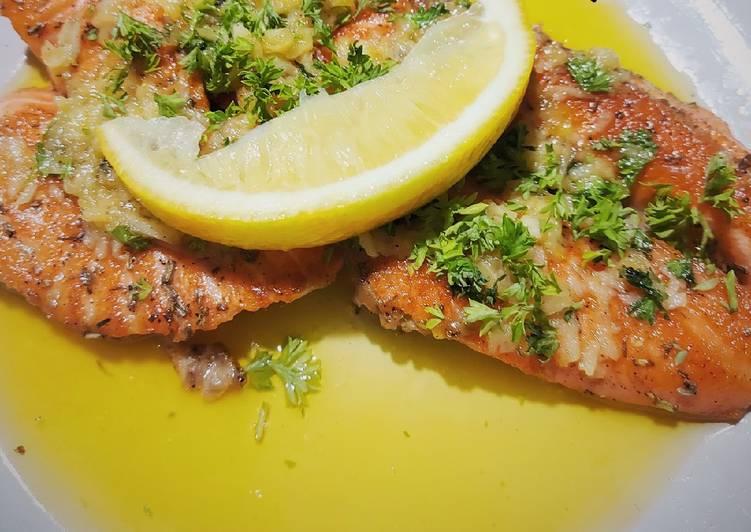 Pan Seared Salmon with Garlic Lemon Butter Sauce