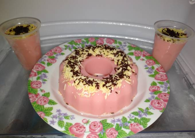 47. Puding Strawberry Topping Keju & Meises by Uliz Kirei