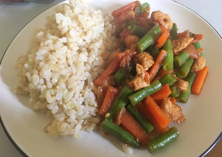 Chicken, carrot, and green beans stir-fry