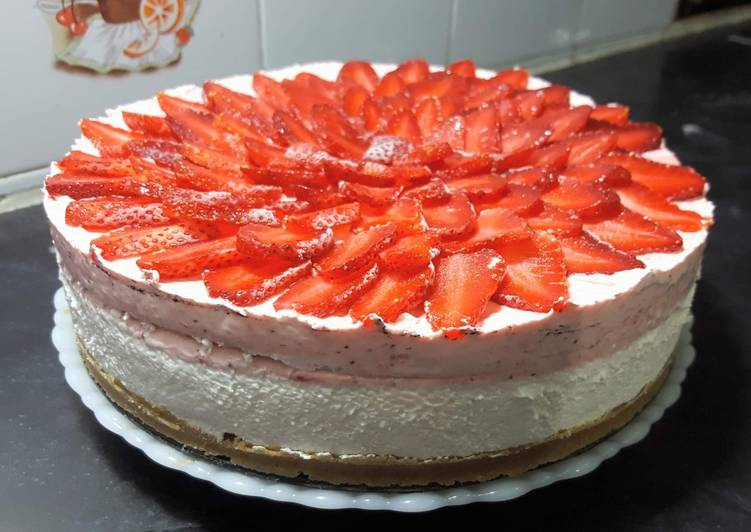 Strawberry & White Chocolate Mousse Cake 🍓😋