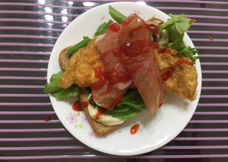 Easiest Way to Prepare Ultimate Fried Egg And Prosciutto Breakfast Sandwich
