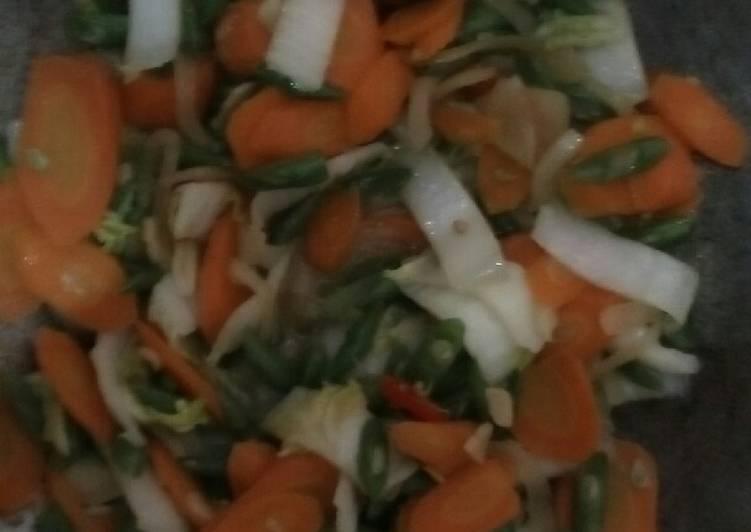 Oseng sawi putih, buncis, carrot
