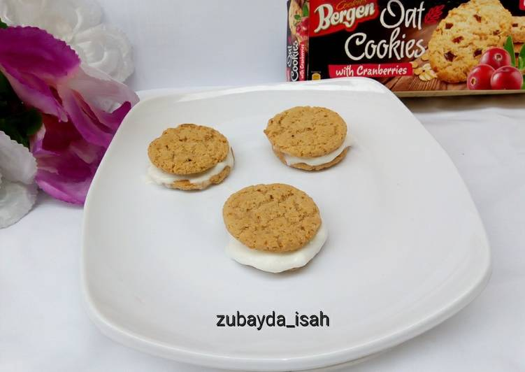 Recipe of Perfect Ice Cream Sandwiched Oat Cookies