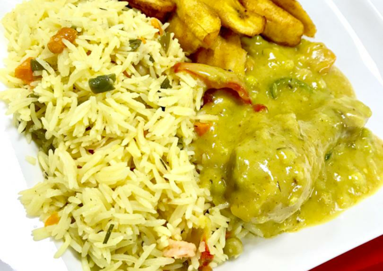 Basmatic rice with curry sauce and fried plantain