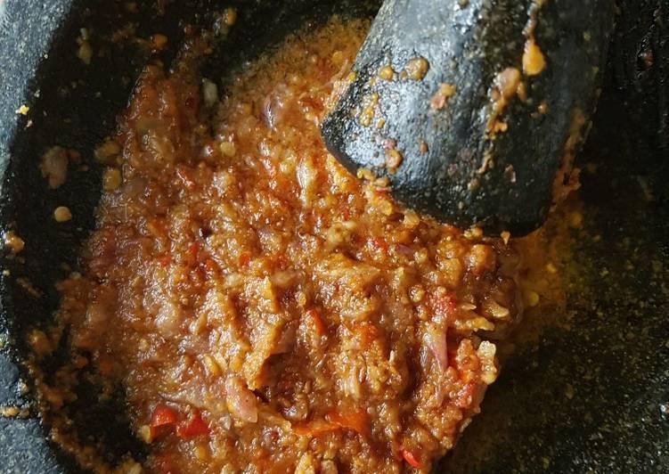buat sambal pak gebus resep sambal bawang mede ala pak gembus anti gagal menu resepi Resepi Ayam Geprek Bensu Enak dan Mudah