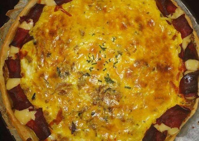Tarte soleil de pastrami aux poireaux oignons et épinards