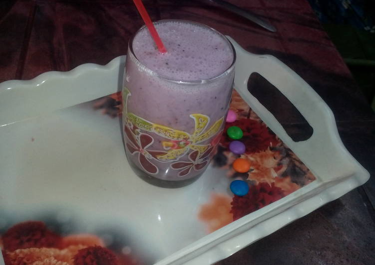 Healthy grapes smoothie
