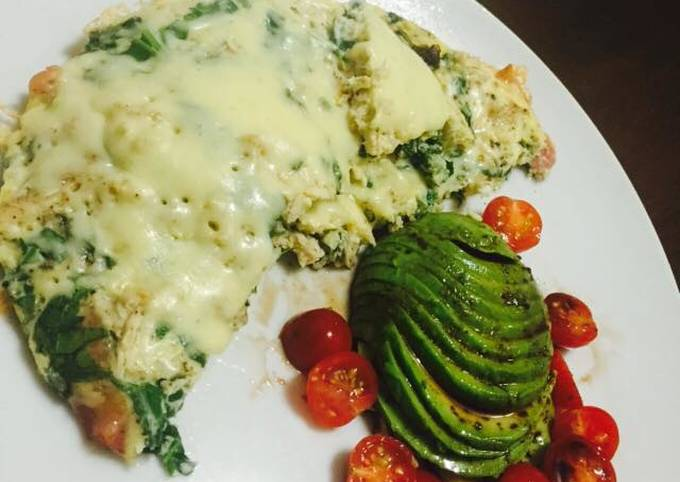 Chicken and spinach frittata with a side of avo and cherrie tomatoes in a balsamic dressing