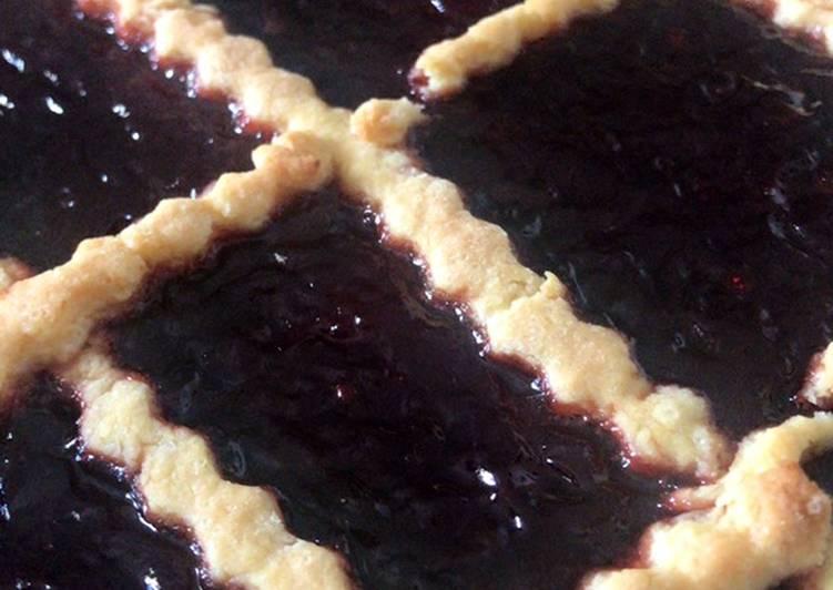 Crostata con confettura di prugne