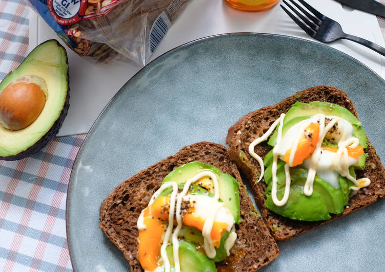 Avo and Poached Egg on Rye Bread Toast