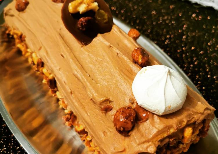 Recette Délicieux Bûche mascarpone chocolat et cacahuète caramélisées
