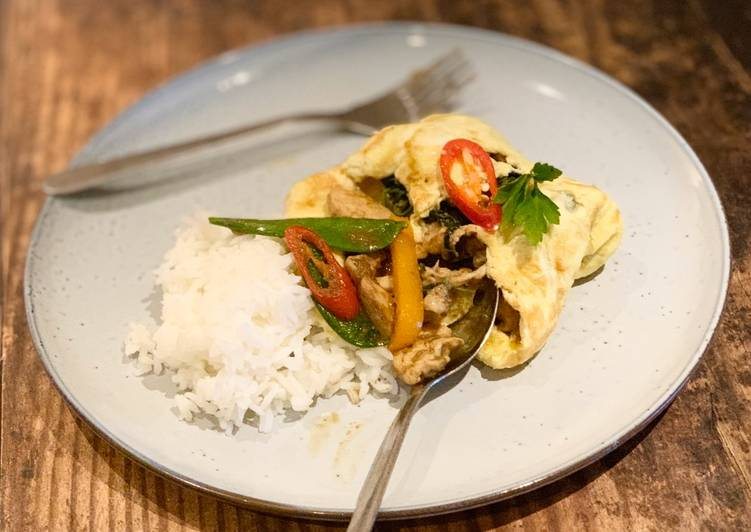 Chicken green curry stir-fry wrapped in omelette