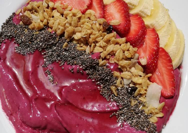Avocado and beetroot Smoothie bowl