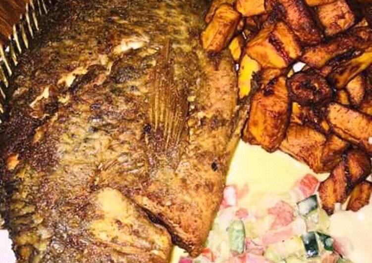 Friture de banane et son poisson grillé