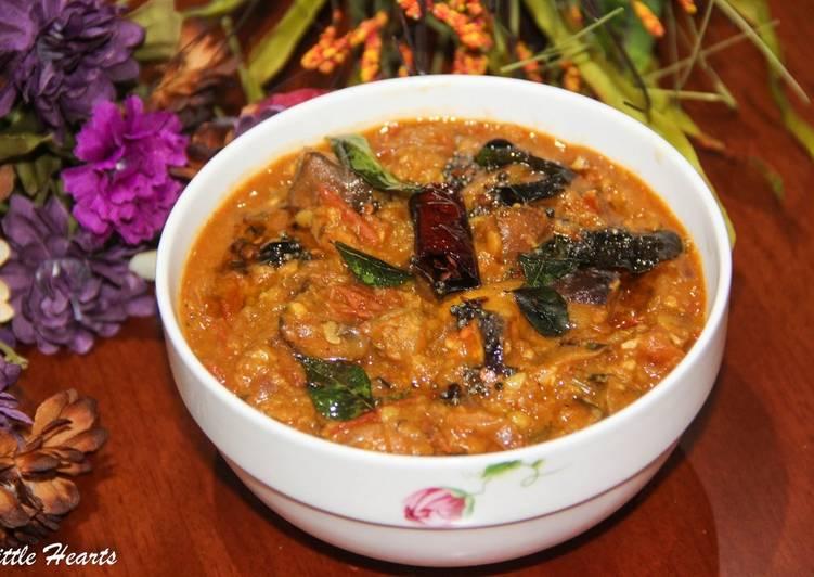 Chidambaram Kathirikkai Gothsu / South Indian Brinjal & Lentils Curry