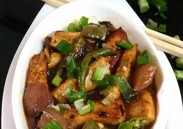 Chilli Paneer (Paneer or Cottage Cheese in a hot spicy Chinese gravy)