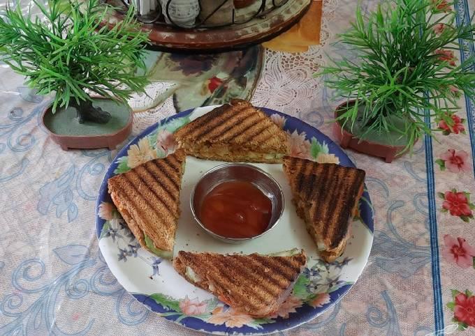 Brown bread vegetables grilled sandwich