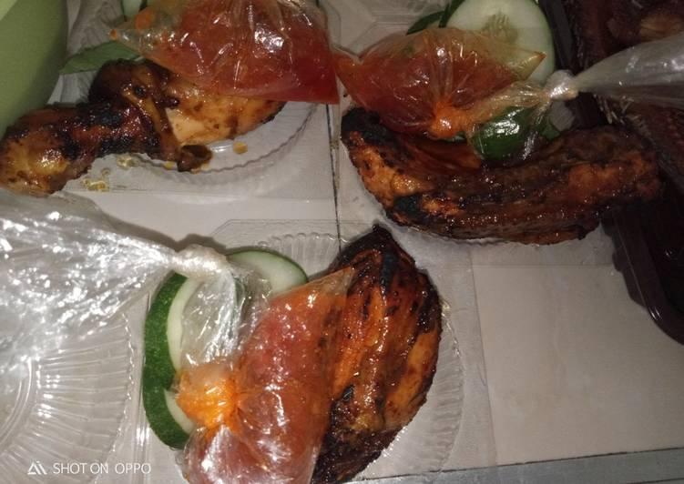 Ayam bakar gurih manis pedes