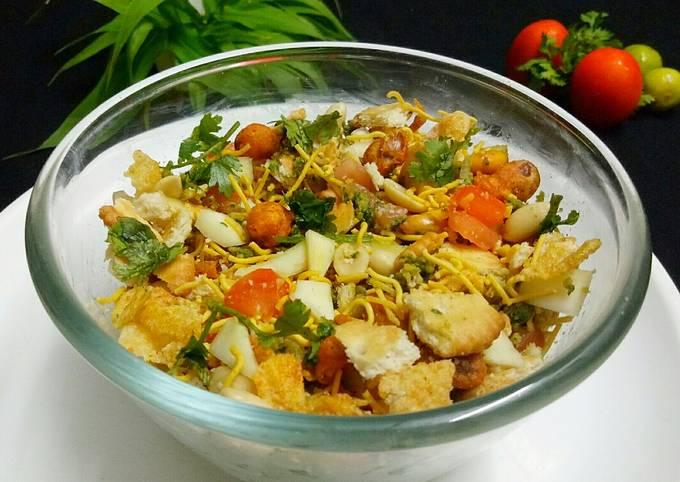Recipe: Delicious Crunchy Biscuit Bhel