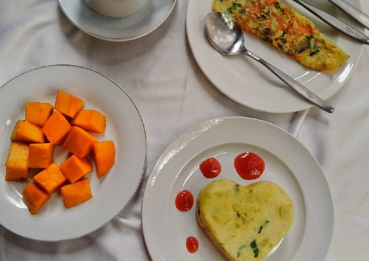 Mashed potatoes with vegetable omelette